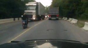 Két kamion ütközött Zalában, üzemanyag folyt az úttestre