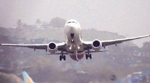 Tucatnyi utassal a fedélzetén tűnt el egy repülő
