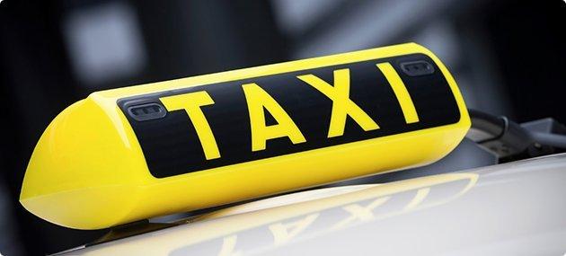 Brutálisan támadtak a taxisnőre Pécsen