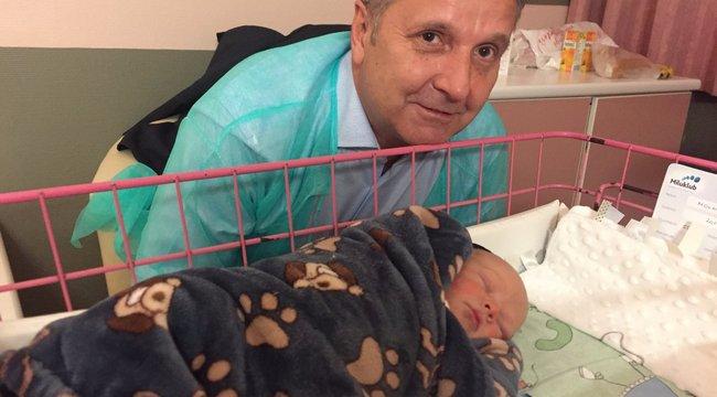 Közkórházban született az MSZP-elnök kisfia