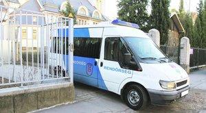 Rendőrök vitték el a 11 éves Tibit