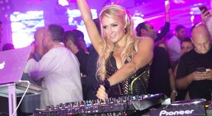 Ezért tiltotta be a bulijaiban a vodkát Paris Hilton