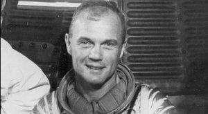 Meghalt az űrhajós, aki először kerülte meg a Földet