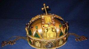 Hirdetés: 800 ezerért árulják a Szent Koronát