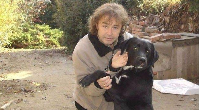 Karácsonyi díszek helyett egy kutyával ment haza a piacról Szikora