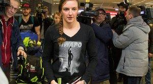 Hosszú Katinkáék a reptéren is hisztiztek