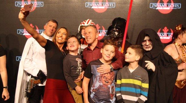 Darth Vaderrel szelfizett a Schobert család