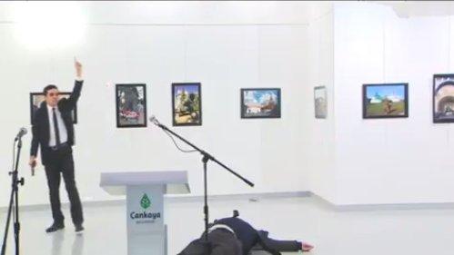 Meggyilkolták az orosz nagykövetet Ankarában – videó