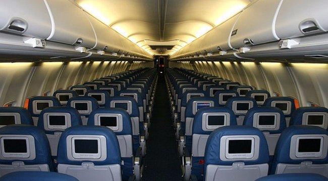 Egy pilóta elmondta, igazából miért kapcsolják le a villanyokat leszállás előtt