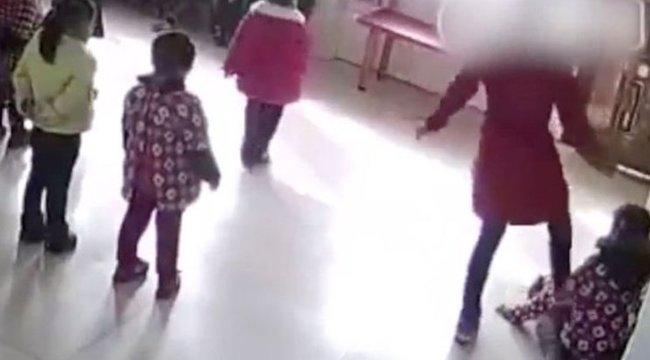Sokkoló videó: ütötte-vágta az óvodásokat a tánctanár (18+)