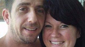 A kocsi mellett halott szülőket, benne3 egészséges gyereket találtak