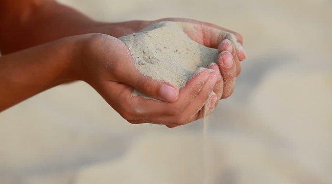 Két kiló homokot rágcsál el naponta, hogy egészséges maradjon