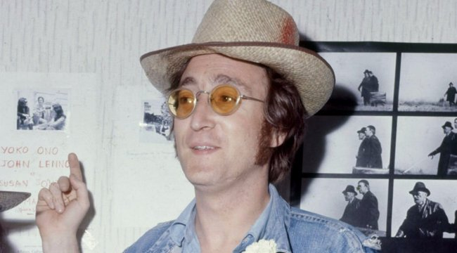 John Lennon meztelenül találkozott egy ufóval