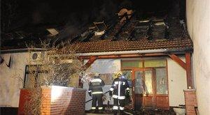 Lángokban áll egy óvoda Üllőn - fotó