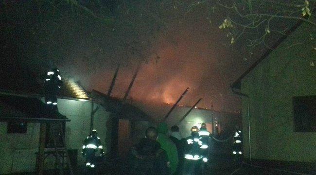Kiégett a szászvári óvoda melléképülete – robbanás is történt