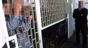Előzetesbe kerültek a rabot halálra verő budapesti börtönőrök