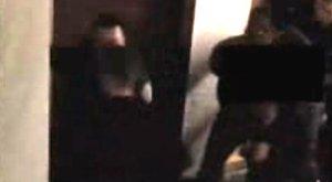 Börtönben marad a nagymama, akit meztelenül aláztak meg a rendőrök – videó