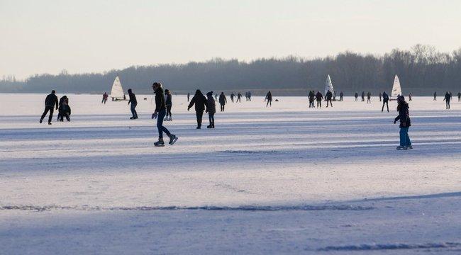 Kislányuk csak nézte, hogy süllyednek el szülei a jeges Balatonban