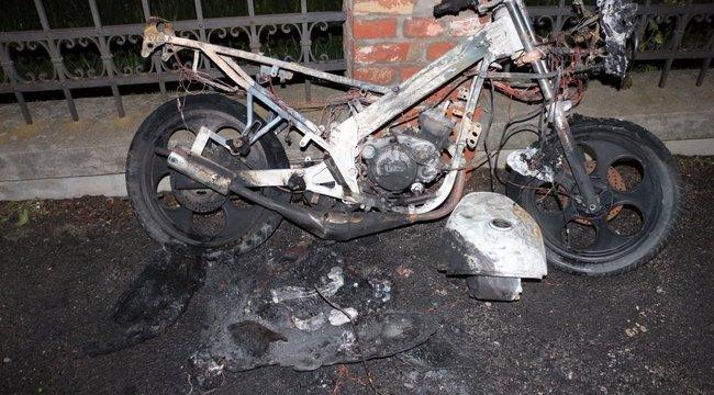 Motort, autót gyújtott fel, de betörések, lopások is köthetőek a szombathelyi fiatalhoz