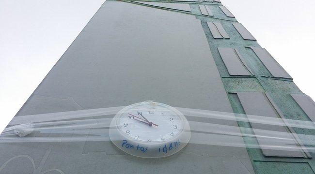 Bohózattá fajult a Széll Kálmán téri óra esete
