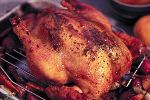 Kiszáradt a csirke, ezérta feleségét tűzte a késére