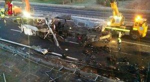 Durrdefekt okozhatta a horrorbalesetet – jeleztek a busznak a baleset előtt