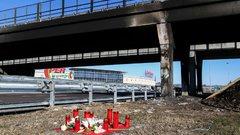 Busztragédia: Mécseseket gyújtottak a baleset helyszínén – képek