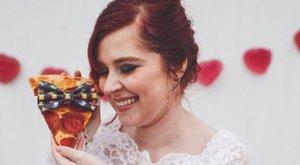 Szerelem első látásra: feleségül ment a szalámis pizzához