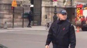 Baj van: fegyveres miatt evakuálták a Louvre környékét
