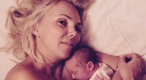 Franciaágyban alszik Fejős Éva babája