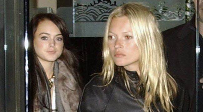 Pironkodva vetkőzik Kate Moss, pedig nincs oka panaszra – szexi fotó