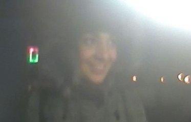 Nagy az öröm: pénzt vett le a lopott kártyáról – így mosolygott a kamerába a győri lány – fotók