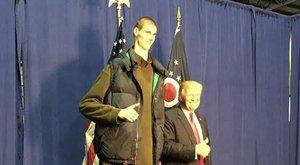 Trump is a magyar óriással fotózkodott