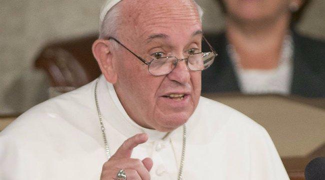 Ferenc pápa írt bevezetőt egy papi pedofíliáról szóló könyvhöz