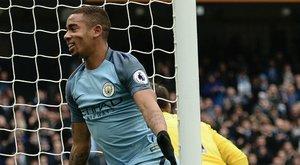 Csak anyai engedéllyel csajozhat és költekezhet a Manchester City sztárja