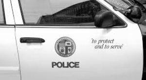 A rendőr szolgál és véd, ha kell, a helyesírást is!
