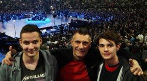 Hoppá! Hova vitte koncertre fiait az Irigy Hónaljmirigy énekese?