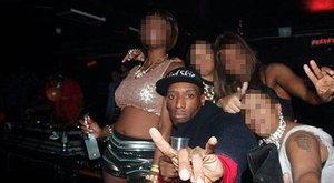 Húsbárddal vágta le áldozata ujját a DJ,aztán szelfizett vele