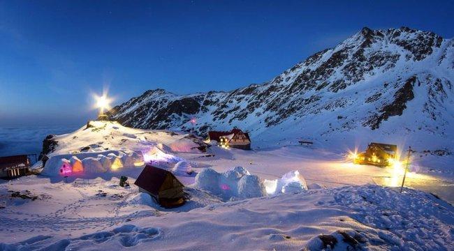 Jégzongora is van az erdélyi jéghotelben