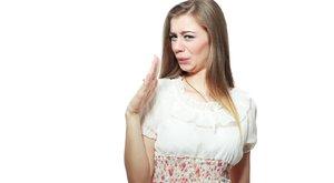 Mosás nélkül is eltüntetheti a szagot a ruhából