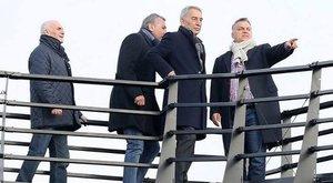 Magánemberként sétált a stadion tetején a török milliárdossal Orbán