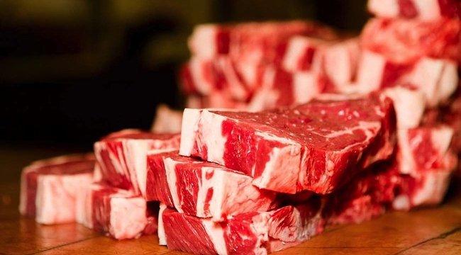 1000 kiló húst lopott a munkahelyéről két munkás Győr mellett