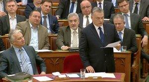 Ezért hallgatták fülessel Kósáék Orbán vezért