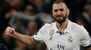 Benzema a szexvideós balhé után most taperolt – megbüntették
