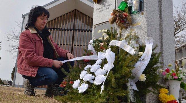 Kegyeletsértés: nem várták meg a rokont a néni temetésével