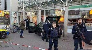 Járókelők közé hajtott egy autó Németországban, többen megsérültek