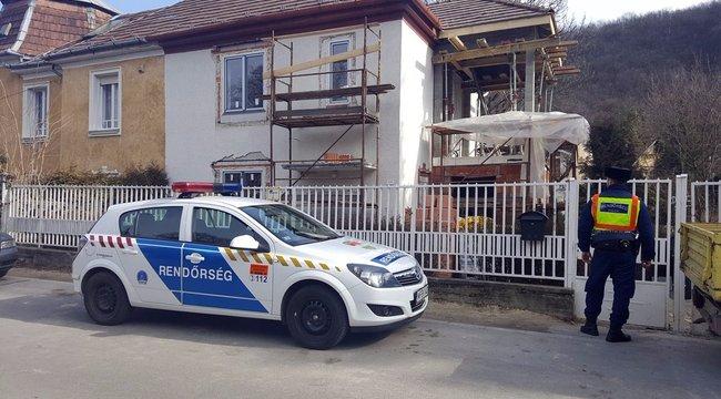 Egy 40 év körüli férfi szörnyethalt, mikor leesett egy állványról Budán (képek)