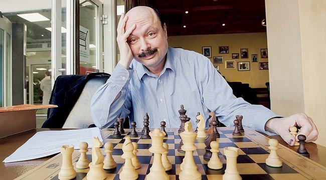 Musicalt ír a sakknagymester