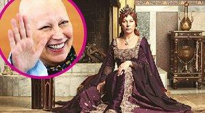 Betegsége miatt a paróka alatt kopasz volt a Hürremet alakító színésznő