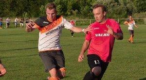 Gyúró mentette meg a fejbe térdelt focista életét